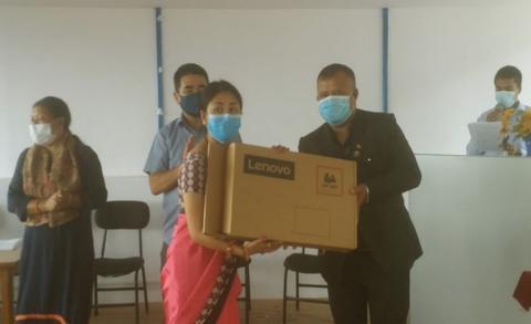 कीर्तिपुरको मंगल उच्च मा.वि.का शिक्षक शिक्षिकालाई ल्यापटप वितरण