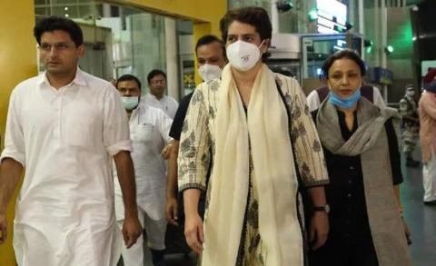 भारतीय कांग्रेस नेतृ प्रियंका गान्धी पक्राउ