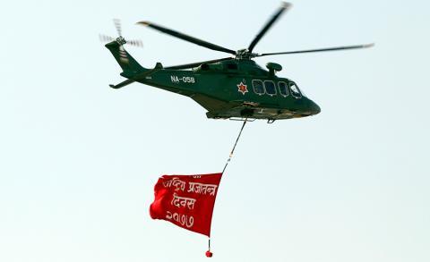 ७१ औँ प्रजातन्त्र दिवसका अवसरमा काठमाडौँको टुँडिखेलमा आयोजित समारोहमा प्रजातन्त्र दिवस लेखिएको व्यानरसहित हेलिकप्टर ।
