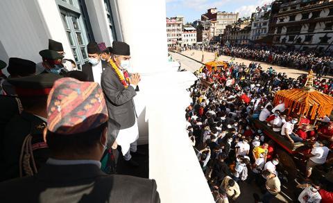 प्रधानमन्त्री शेरबहादुर देउवा ईन्द्रजात्राको अवसरमा बसन्तपुरमा आयोजित विशेष समारोहमा सहभागी हुँदै ।