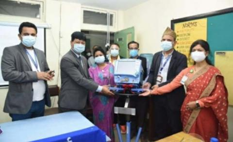 काठमाडौ महानगरपालिकाले शिक्षण अस्पताललाई १० थान भेन्टिलेटर प्रदान