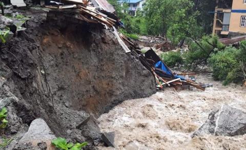 मनाङ बाढीबाट विस्थापित तीन सयजनालाई सुरक्षित ठाउँ सारियो